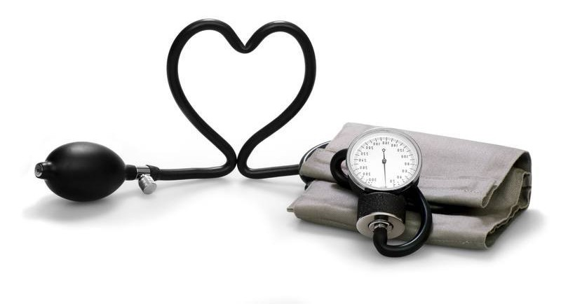 coeur avec matériel de medecine
