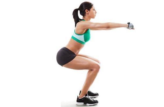 femme qui fait des squats