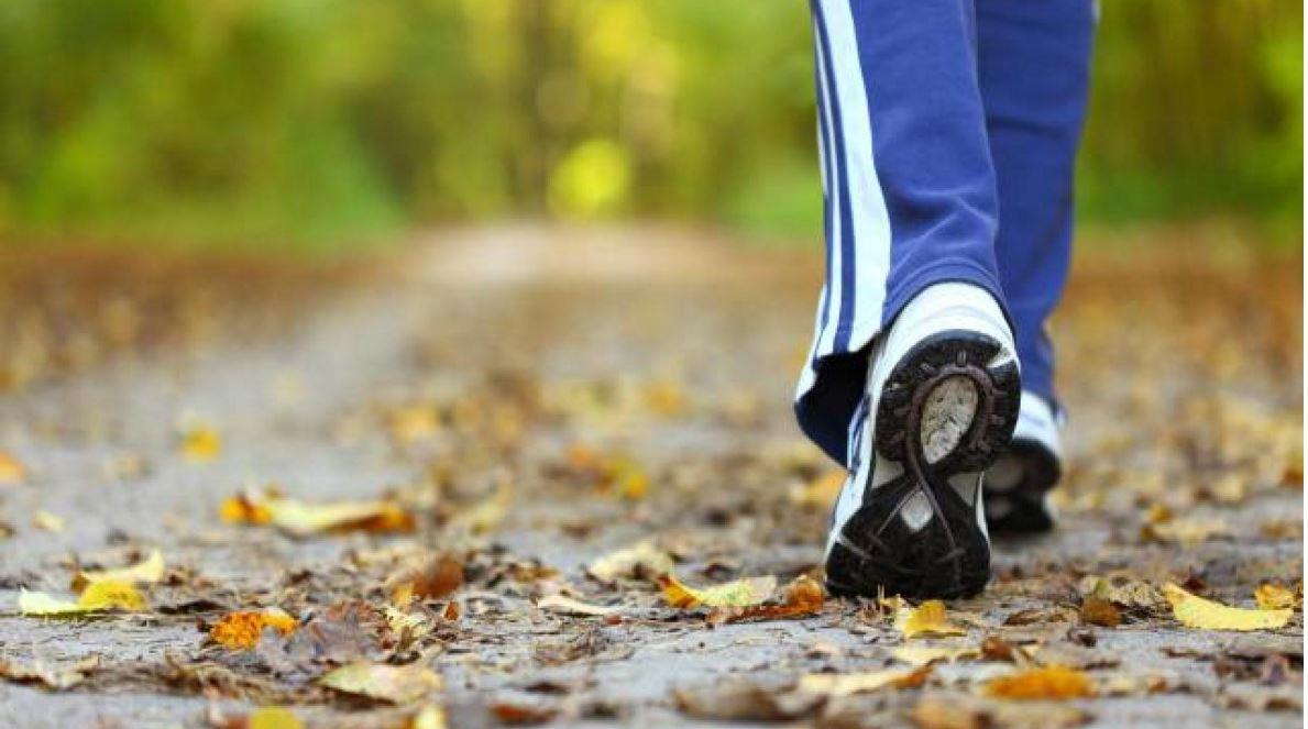 action de marcher en contact du sol