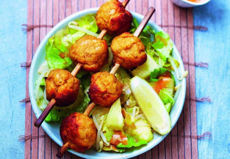 brochettes de la mer et salade à l'asiatique