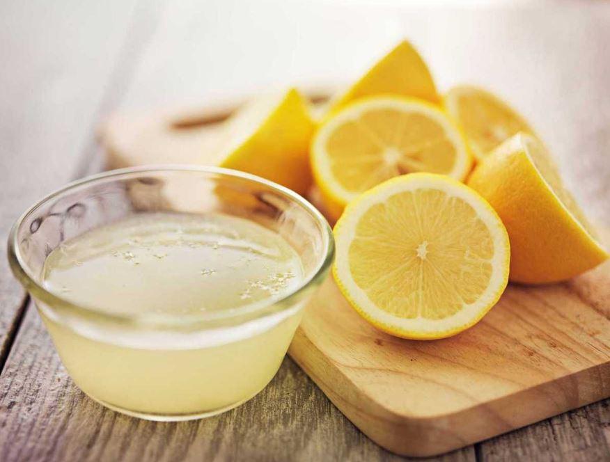 l'eau chaude citronnée