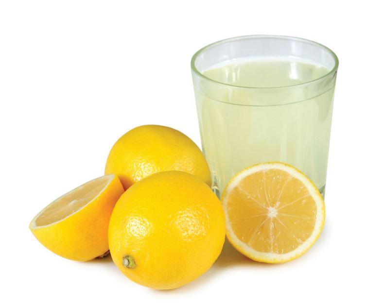 le citron et l'eau citronnée