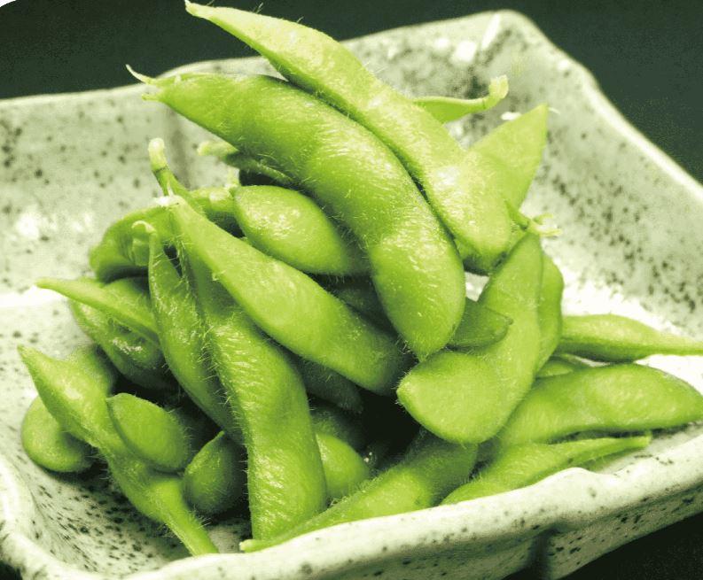 les graines de soja vert