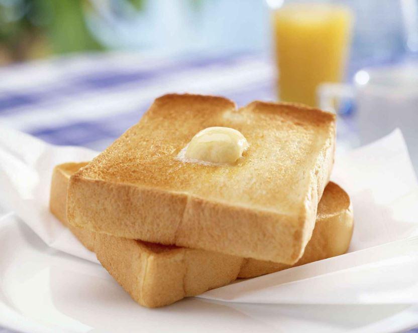 du pain beurré au petit-déjeuner