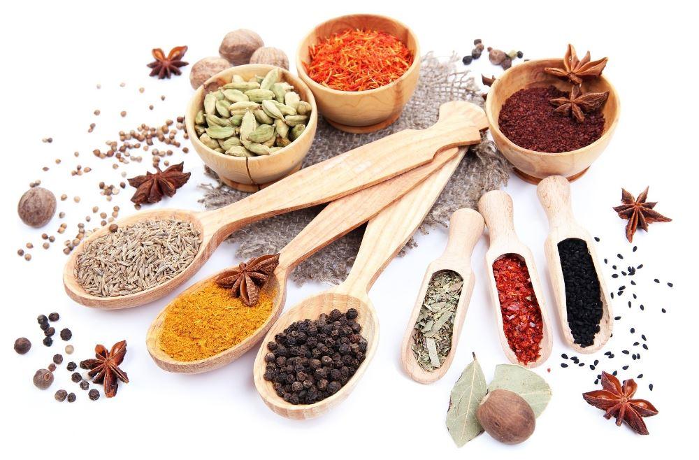 les épices pendant le rééquilibrage alimentaire