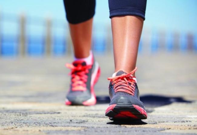 pratiquer la marche active pour raffermir ses jambes
