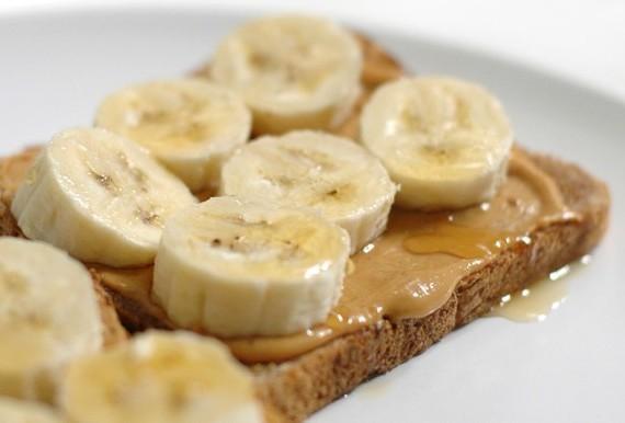 recette brûle graisse toast banane pain complet et beurre arachide