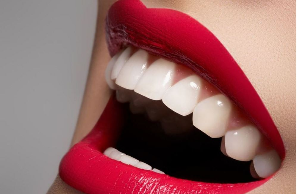dents blanches et citron